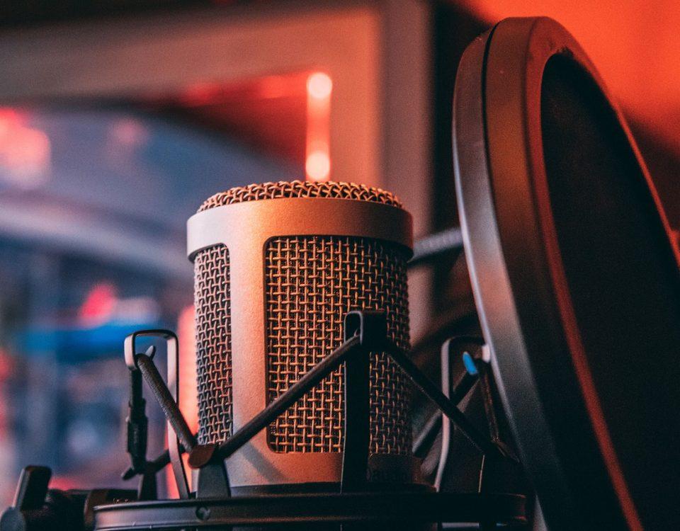 Asszertivitás világa interjú - Tamás Kata pszichológussal, az Asszertív Akadémia trénerével készített interjút Péczeli Dóri, a Petőfi Rádió Hétvége Petőfivel című műsorában az asszertív kommunikációról 2021. február 28-án.